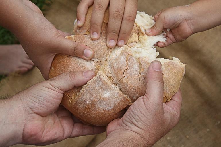 Risultati immagini per acquistare pane